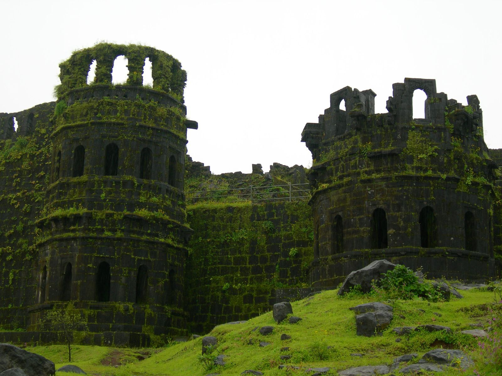 raigad fort towers trip