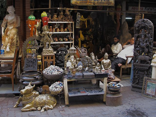 Chor Bazaar, located near Bhendi Bazaar in South Mumbai, literally translates to