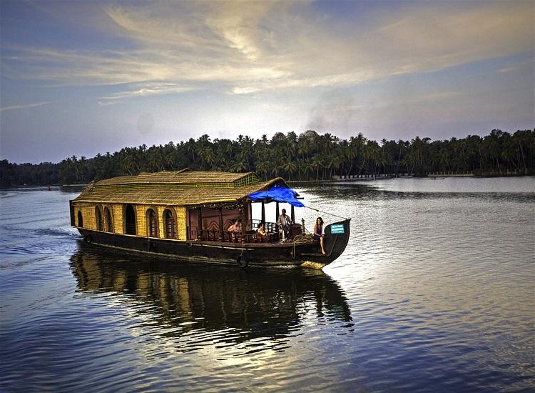 backwater destination in Kerala