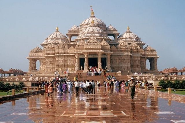 Front view of Akshardham Temple in New Delhi