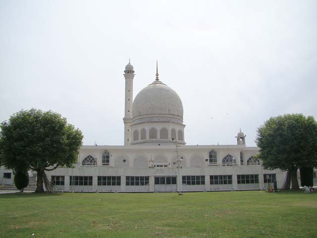 Hazratbal-Mosque-in-Srinagar