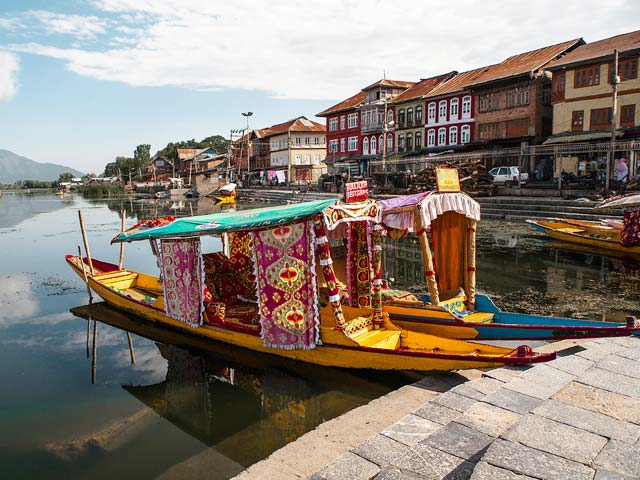 Houseboat-in-Srinagar