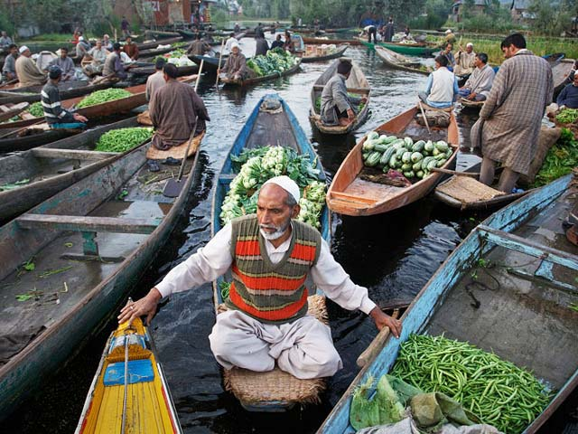 vegetable-market-in-Dal-lake-Srinagar