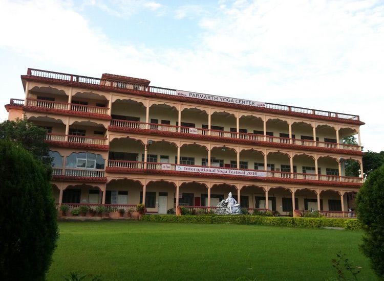 accommodation in rishikesh