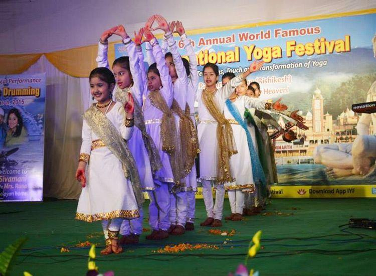 festival-in-rihsikesh-yoga