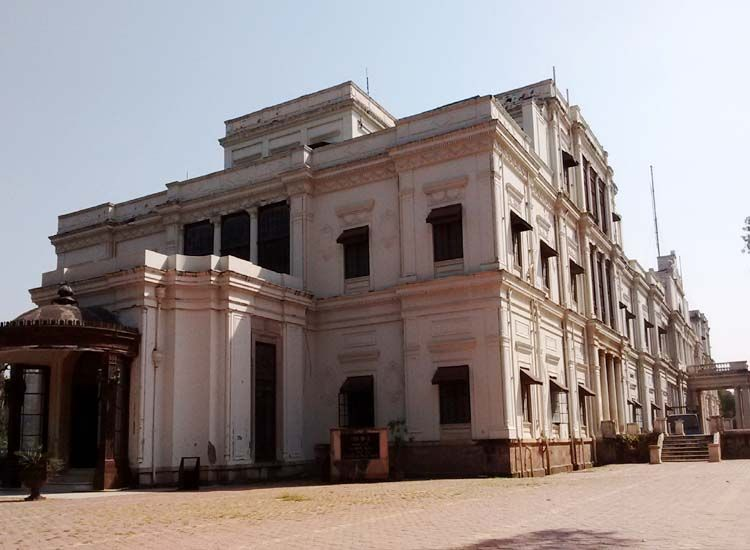 14 Most popular Forts and Palaces in Madhya Pradesh