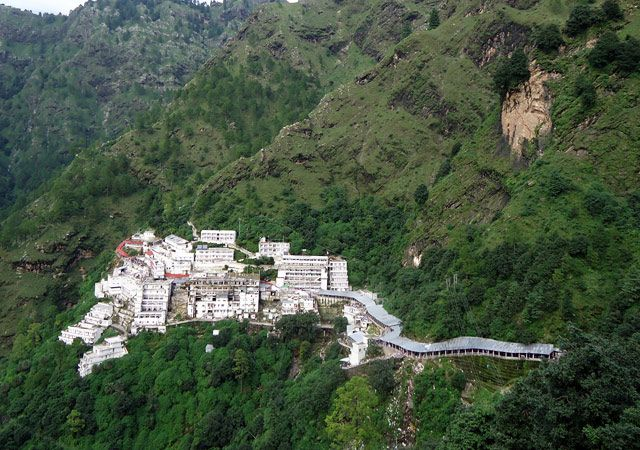 Vaishno Devi Temple: India's Best Temples for Religious Tours