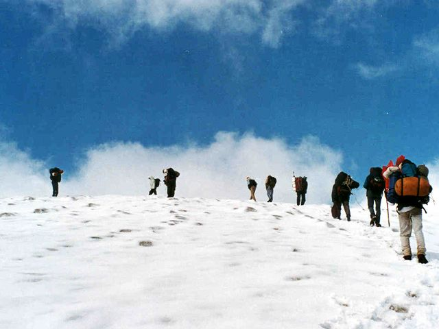 where to go for trekking in himalayas in monsoon