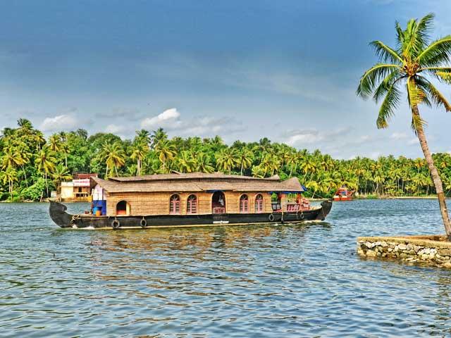 Ashtamudi Backwaters: offbeat places to visit in kerala