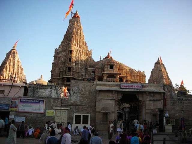 Dwarkadhish Temple: places to visit in dwarka