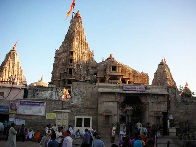 Dwarkadhish Temple: famous temples in gujarat