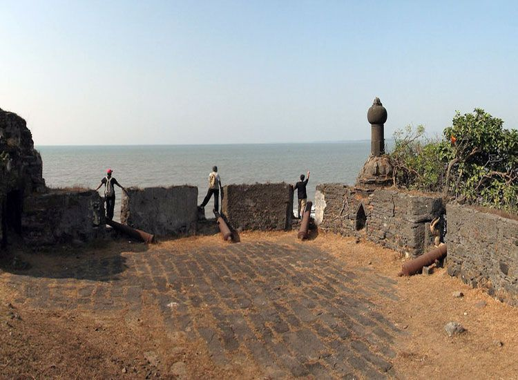 korlai-fort-and-lighthouse