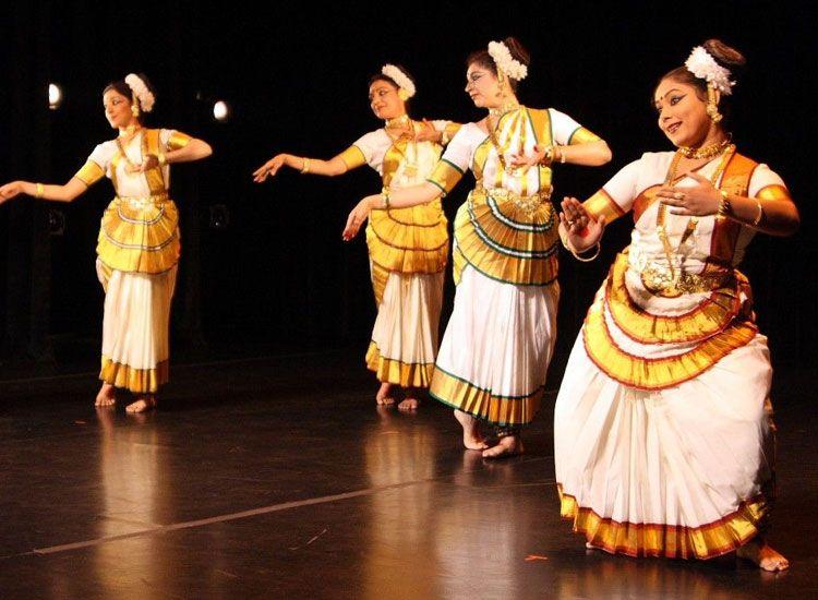 Mohiniyattam dance of kerala