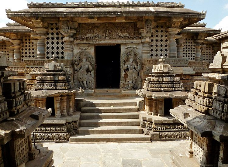 12 Historical Monuments in Karnataka that take you back to the days of the past