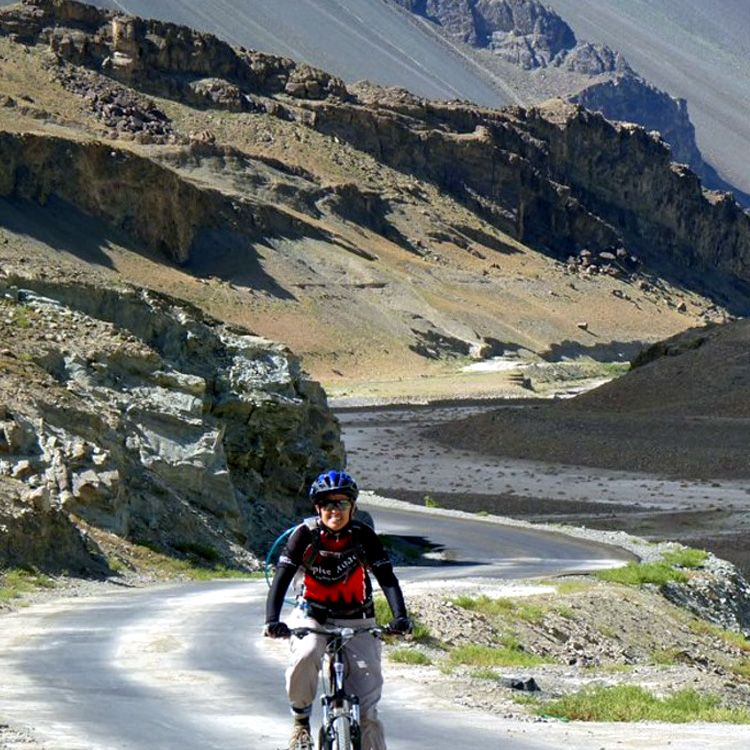 Cycling-to-Nubra