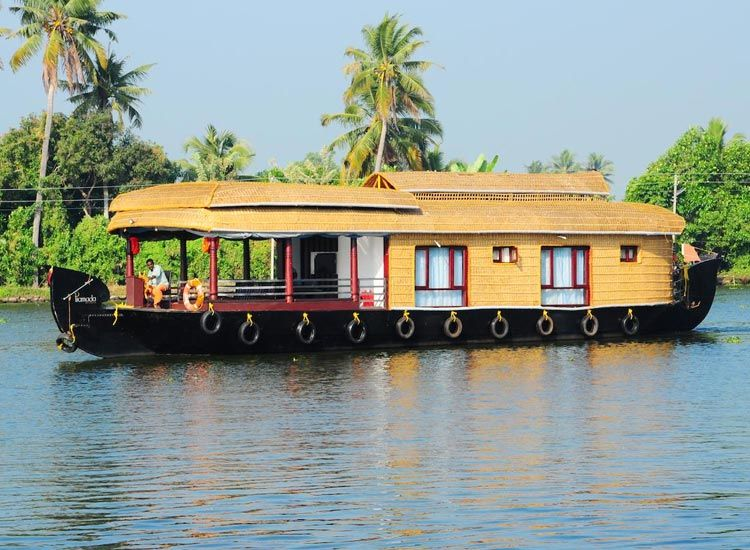 Houseboat Ride in Kumarakom