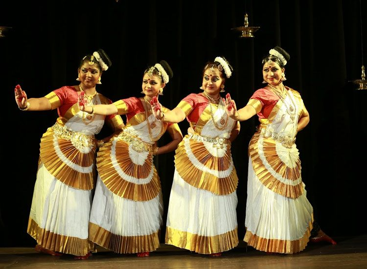 Mohiniyattam performance in Kerala