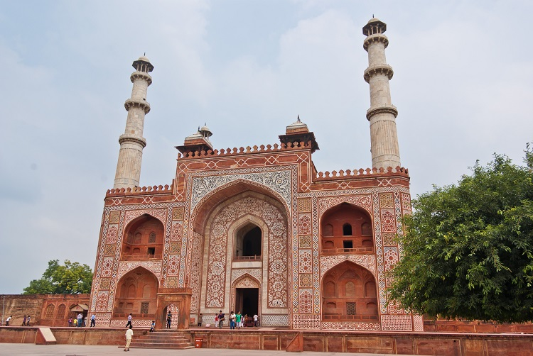 8 Awesome Places to Visit in Agra for a Memorable Vacation