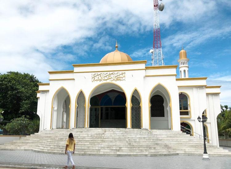 Thoddoo Buddhist Temple in Maldives