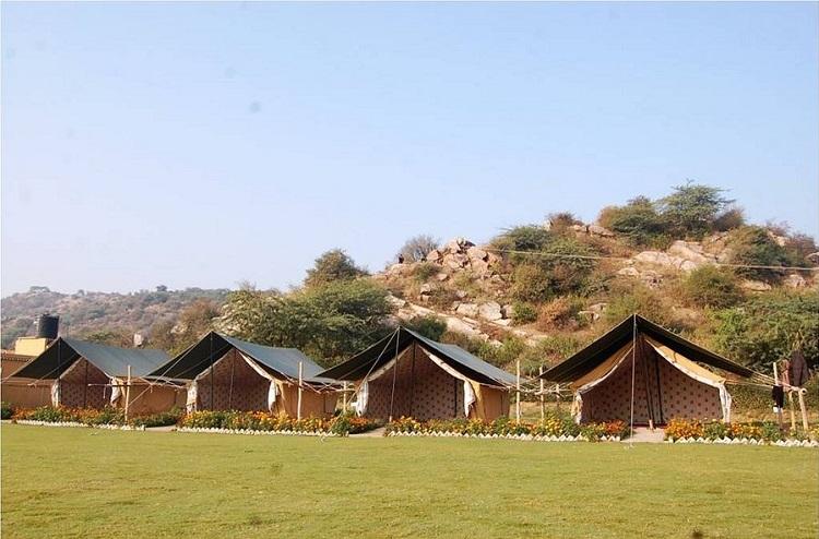 Camp Tikkling (10 km from Delhi)