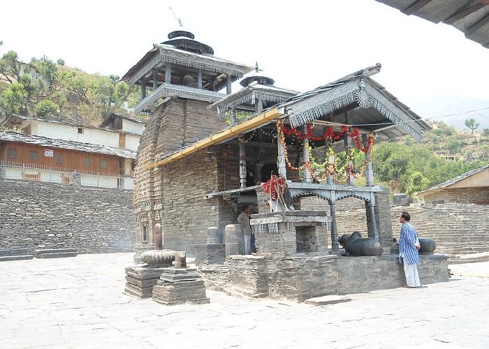 Lakhamandal temple