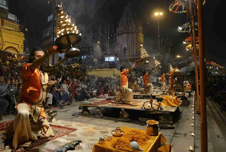 Attend Evening Aarti in Varanasi