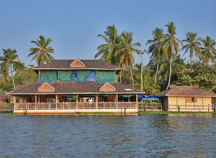 Veli Lake Floating Restaurant, Kerala