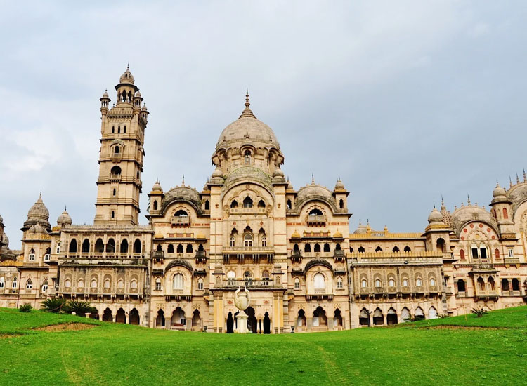 This Indian Palace is 4 Times the Size of the Buckingham ...