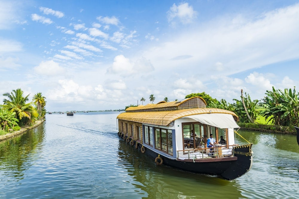 places-to-visit-in-kerala-with-family-alleppey