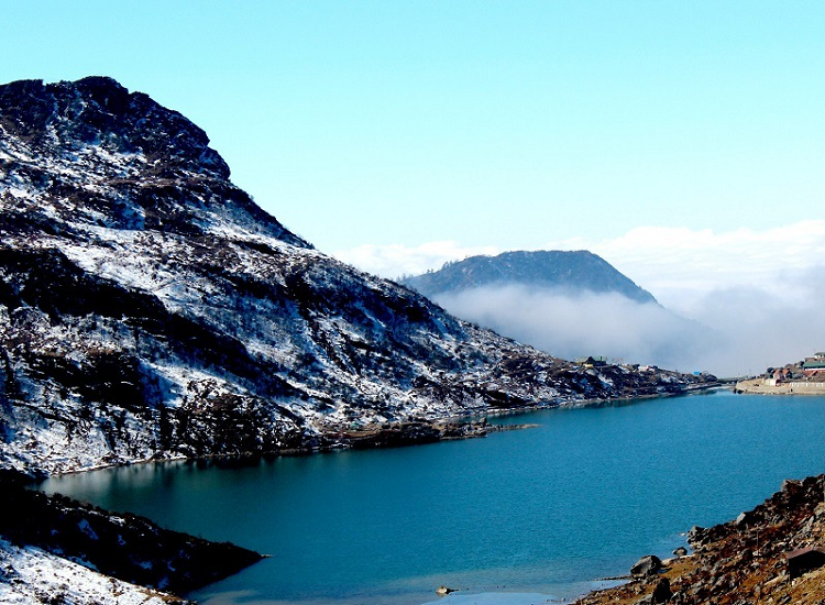 tsomgo lake is best tourist places in gangtok